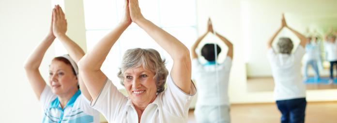 """El """"Envejecimiento Activo"""" es concebido como un proceso que permite a las personas desarrollar todo su potencial de bienestar físico, social y mental a lo largo de todo su ciclo vital y al mismo tiempo participar en la sociedad de acuerdo con sus necesidades, deseos y capacidades."""